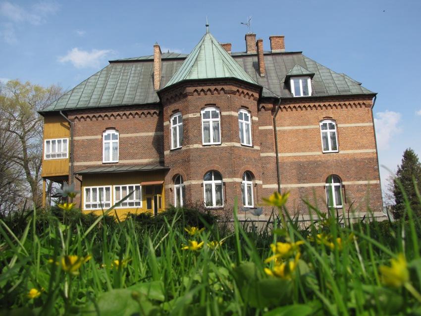 Pałac od strony południowej.jpg